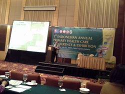 dr.Subur Prajitno memaparkan hasil karya teman-teman PKFI pada peserta PIT-PKFI